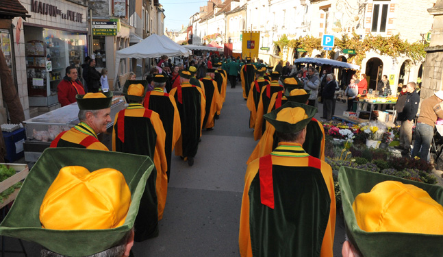 A parade of Les Piliers Chablisiens in the streets of Chablis